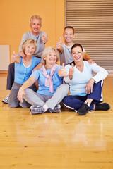 Zufriedene Senioren im Sportstudio