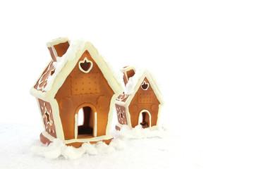 Weihnachtshäuschen im Schnee