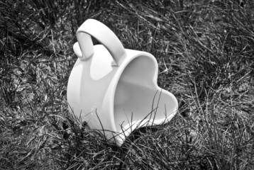Kubek w trawie