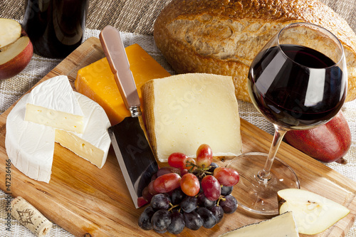 Staande foto Zuivelproducten Red Wine And Cheese Plate