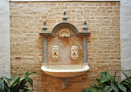 Pila de agua, fuente de mármol, Carmona