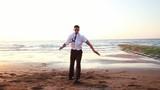 Danseur en action sur la plage