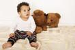 Kleinkind mit Teddybär