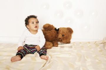 Baby mit Teddybär