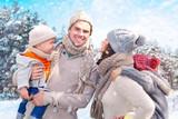 Fototapety familie im winter