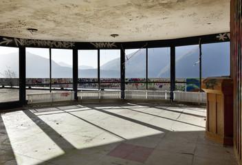 abandoned building, many windows