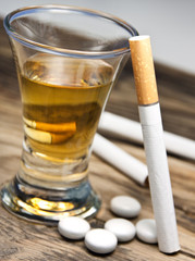 Alkohol -  Zigaretten - Tabletten