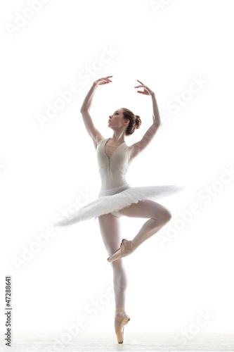 sillhouette of ballerina
