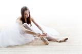 Fototapety ballerina in classical tutu
