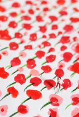 赤い花の絵と女性