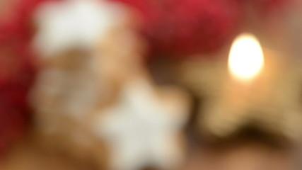 Weihnachten. Kerze dazu Zimtsterne. Schärfenverlagerung