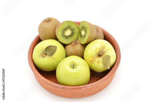 Green fruit: apples and kiwis
