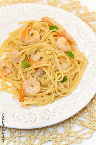 A dish of shrimp scampi pasta