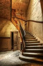 Décomposition escalier dans un bureau central abandonné