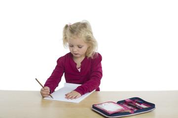 Kind mit Malstift