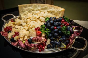 Antipasto grana e frutta