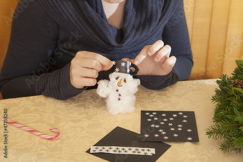 Making cotton-wool snowman-selective focus on snowman