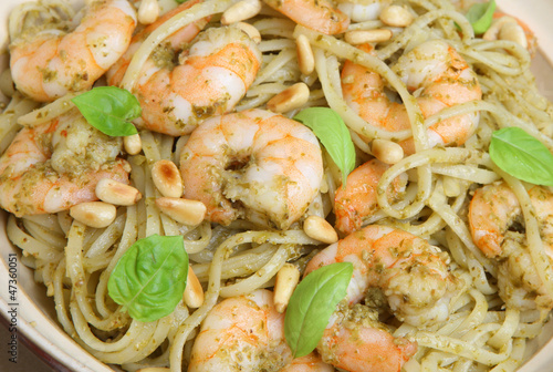 Linguine Pasta with Shrimp and Pesto