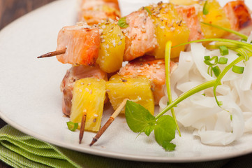 salmon skewers with pineapple, rice noodles and mango salad