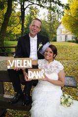 Vielen Dank - wedding couple in autumn