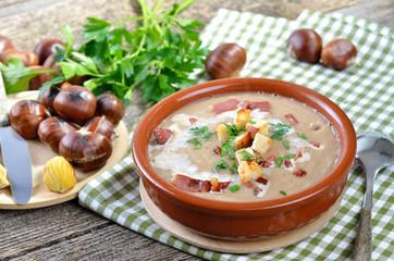 Frische Maronensuppe mit Südtiroler Speck und Croutons