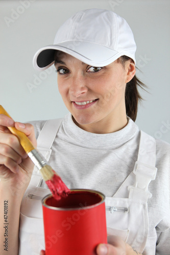 Female decorator has chosen red paint