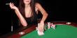 Frau beim Pokern