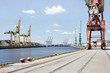 Hafenkai im Hamburger Hafen