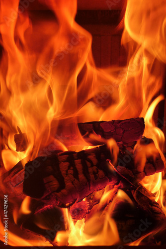 Feuer im Kachelofen