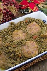 Cotechino affettato con lenticchie