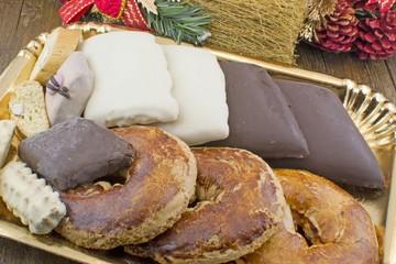 Dolci napoletani natalizi roccocò - mostaccioli - pasta reale