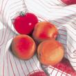 Aprikosen und Tomate