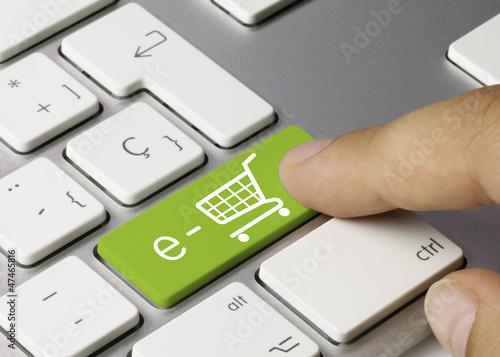 Leinwanddruck Bild e-shop keyboard key. Finger