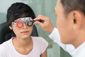 Selecting eyeware