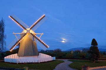 Roozengaarde Windmill