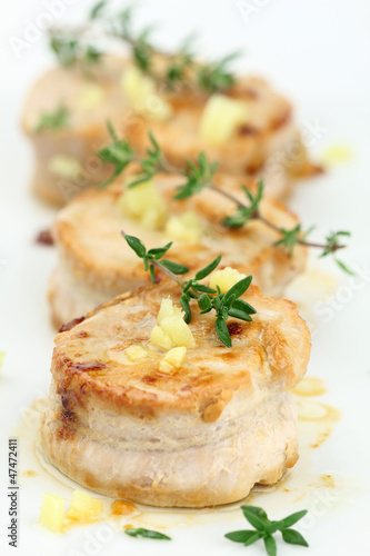 Pork tenderloin medallions with diced ginger and thyme