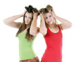 Zwei Mädchen raufen sich die Haare