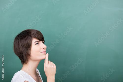 studentin denkt an etwas