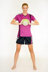 Hübsche Blondine mit Handball