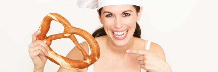 Bäckereimeisterin mit Brezel