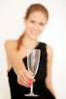 Junges Frau mit Sektglas