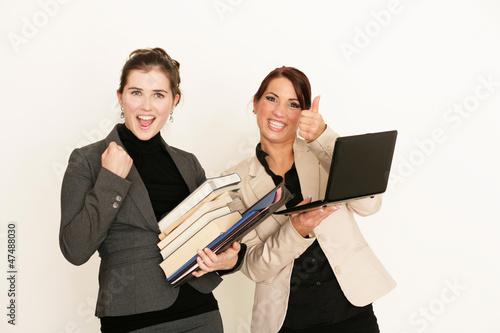 Jubelnde Geschäftsfrauen