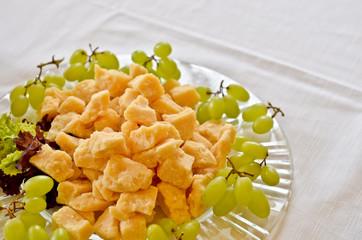 Grana e uva sul piatto
