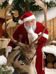Der Weihnachtsmann mit Rentier