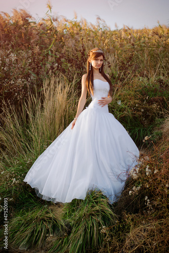 Beautiful bride posing for photo in the countryside