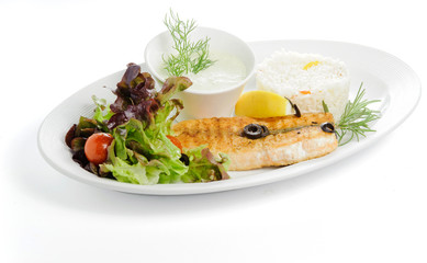Grilled fish with garnish ris