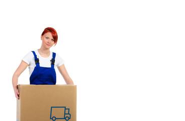 handwerkerin trägt umzugskarton