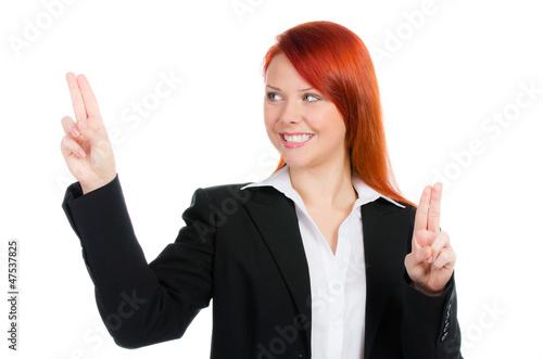 rothaarige geschäftsfrau navigiert mit den fingern