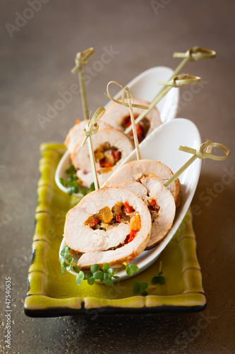 Poultry roulade filled with vegetables