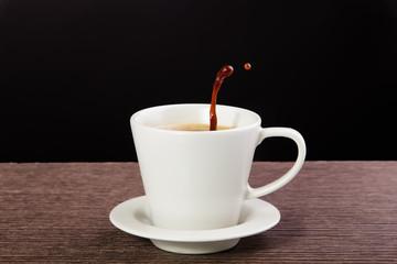 taza de café con salpicaduras